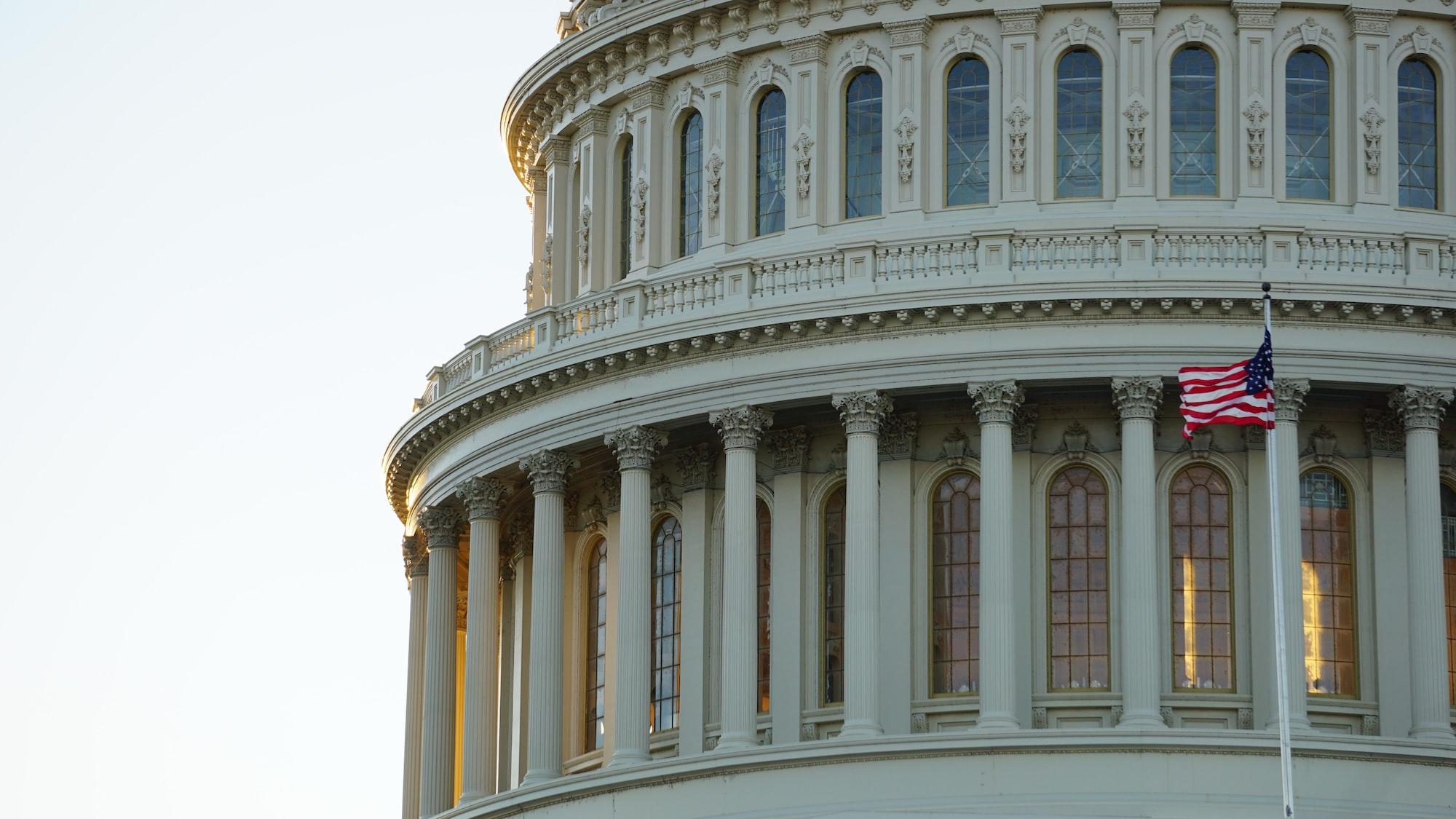 В Сенате США представили законопроект, направленный против App Store и Google Play. С ним не согласны лоббисты корпораций