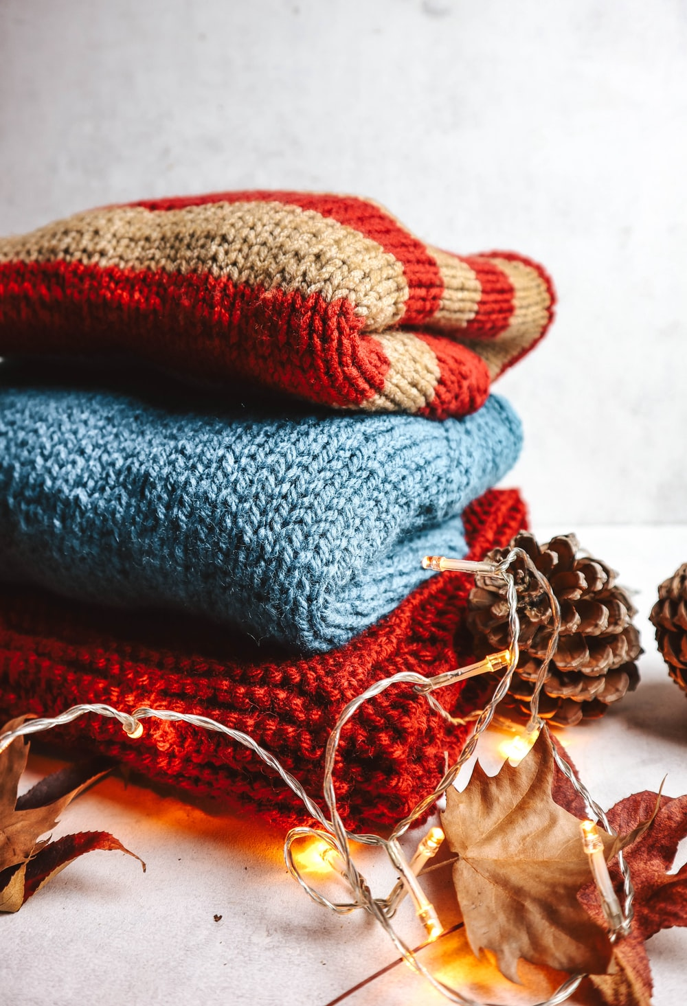 blue and brown knit textile
