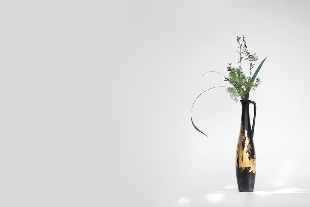 五玄土 || 花器《黧》 - unsplash