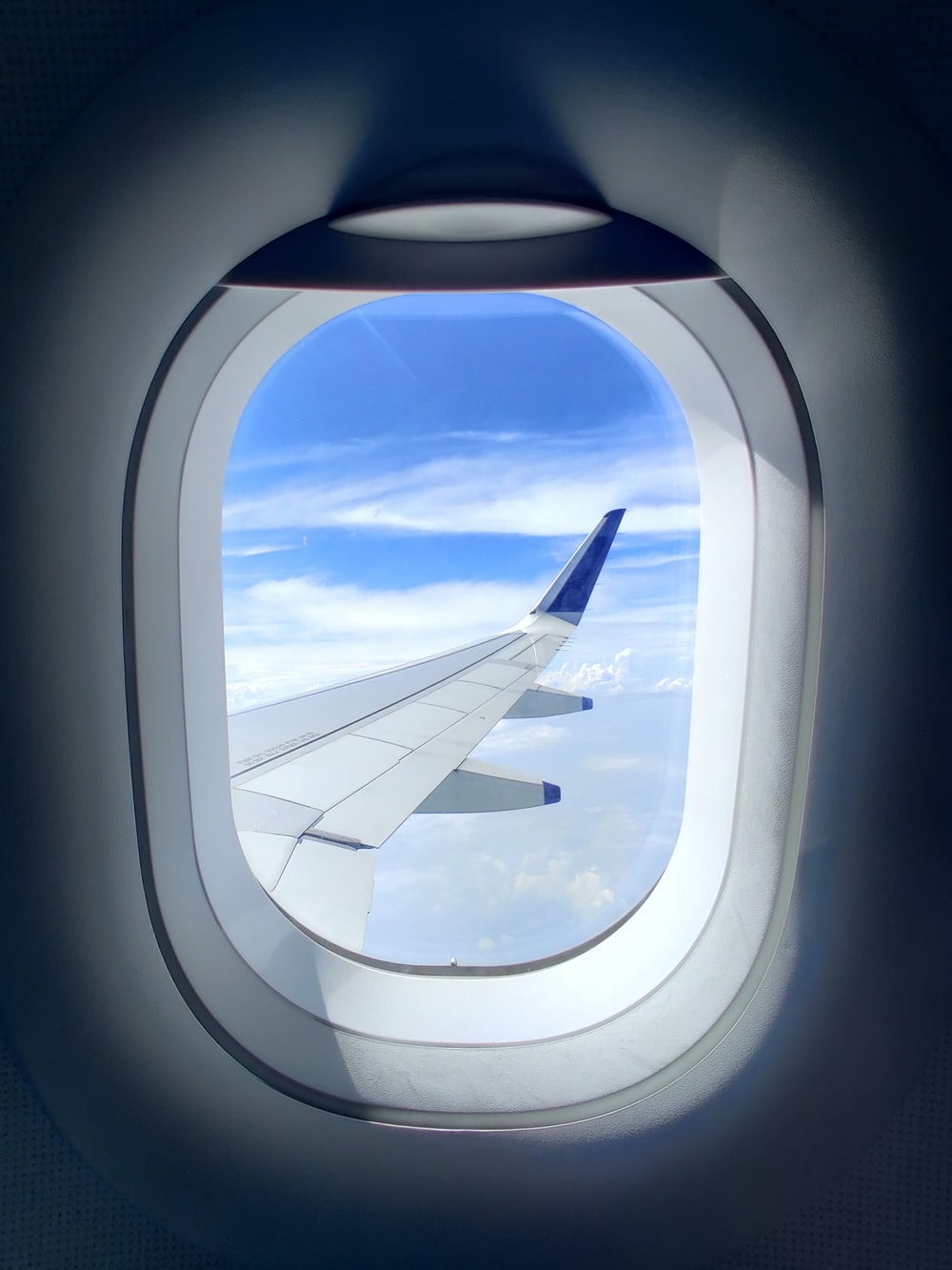 white and blue airplane wing