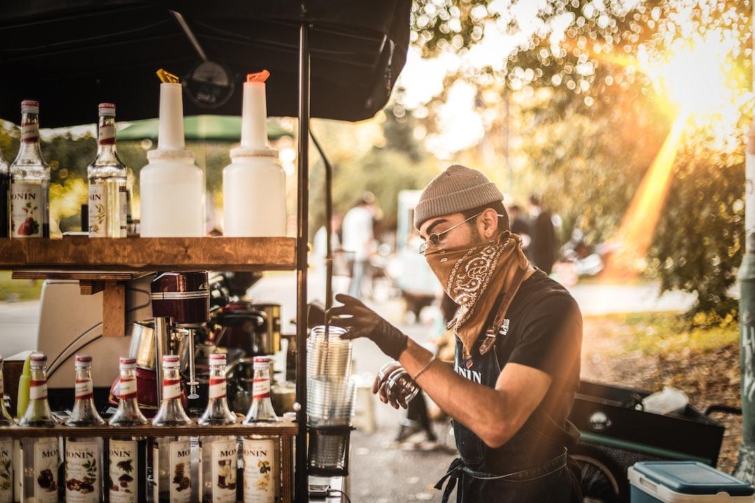 Velo Kafe Barista - unsplash
