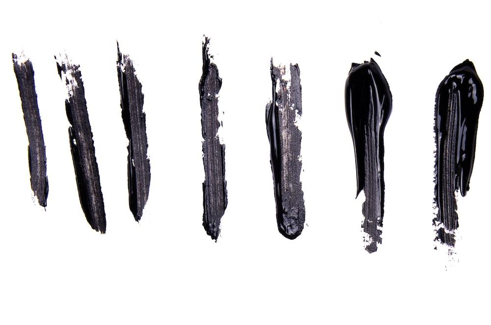gray and black tree stem