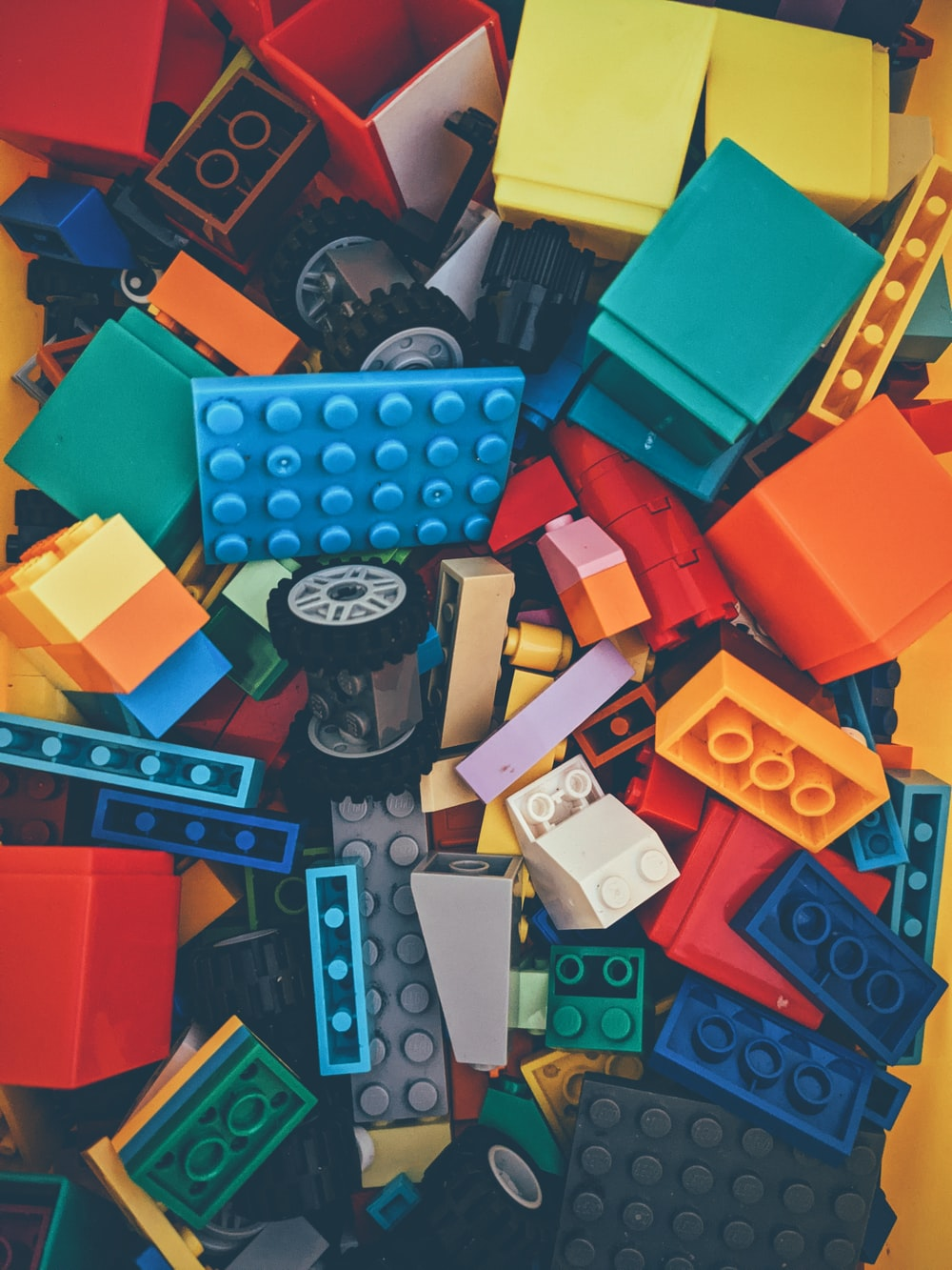 blue red and yellow lego blocks