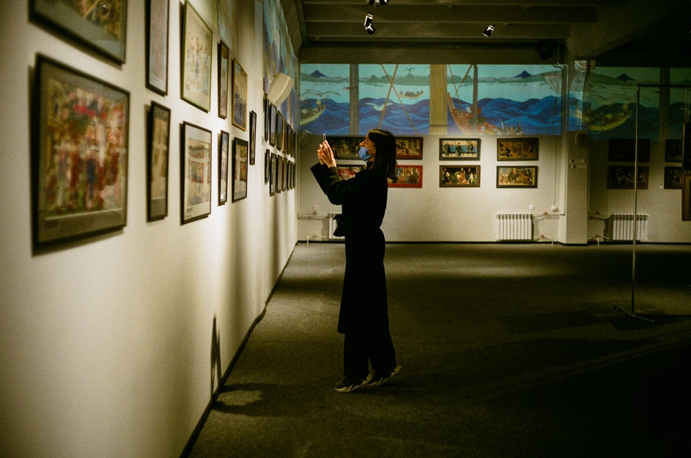 woman in black long sleeve shirt standing in hallway