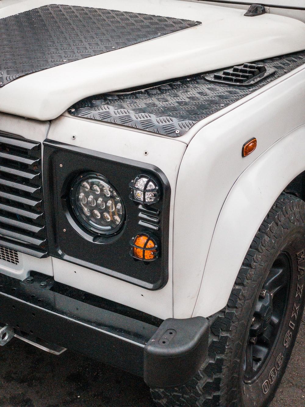 white and black jeep wrangler