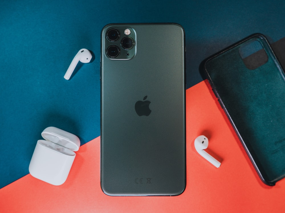 Iphone 11 Pro Midnight Green Pictures Download Free Images On Unsplash