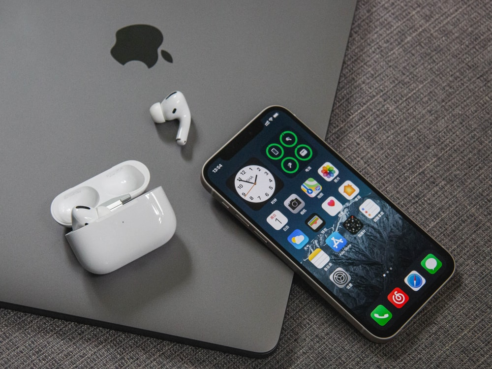 space gray iphone 6 beside apple earpods
