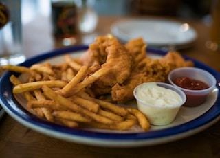fried fries on blue ceramic bowl