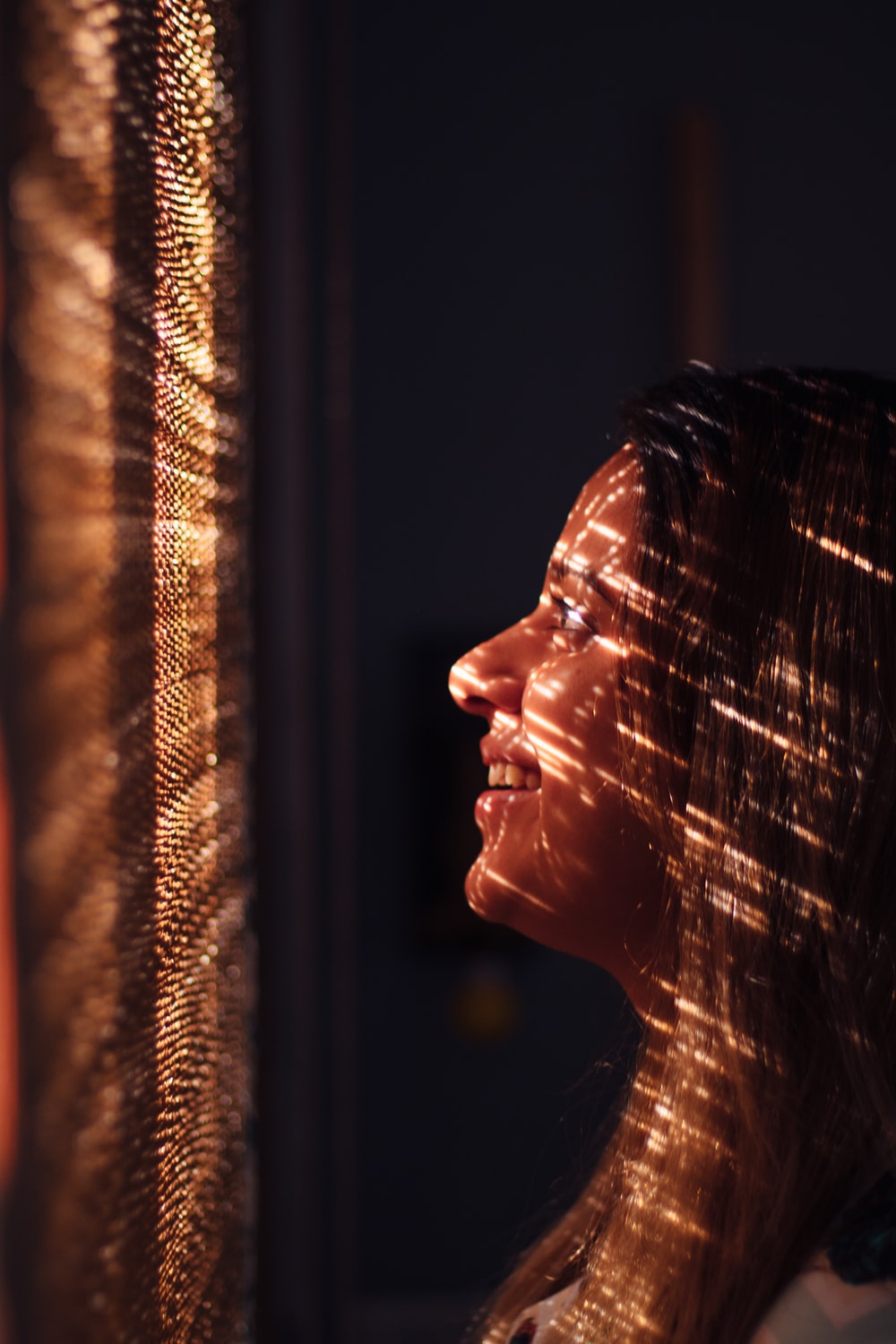 woman with brown hair looking at the light