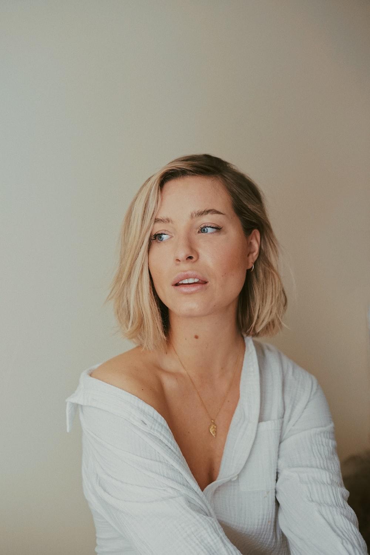 woman in white v neck shirt