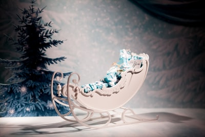 white and blue floral ceramic figurine sleigh teams background