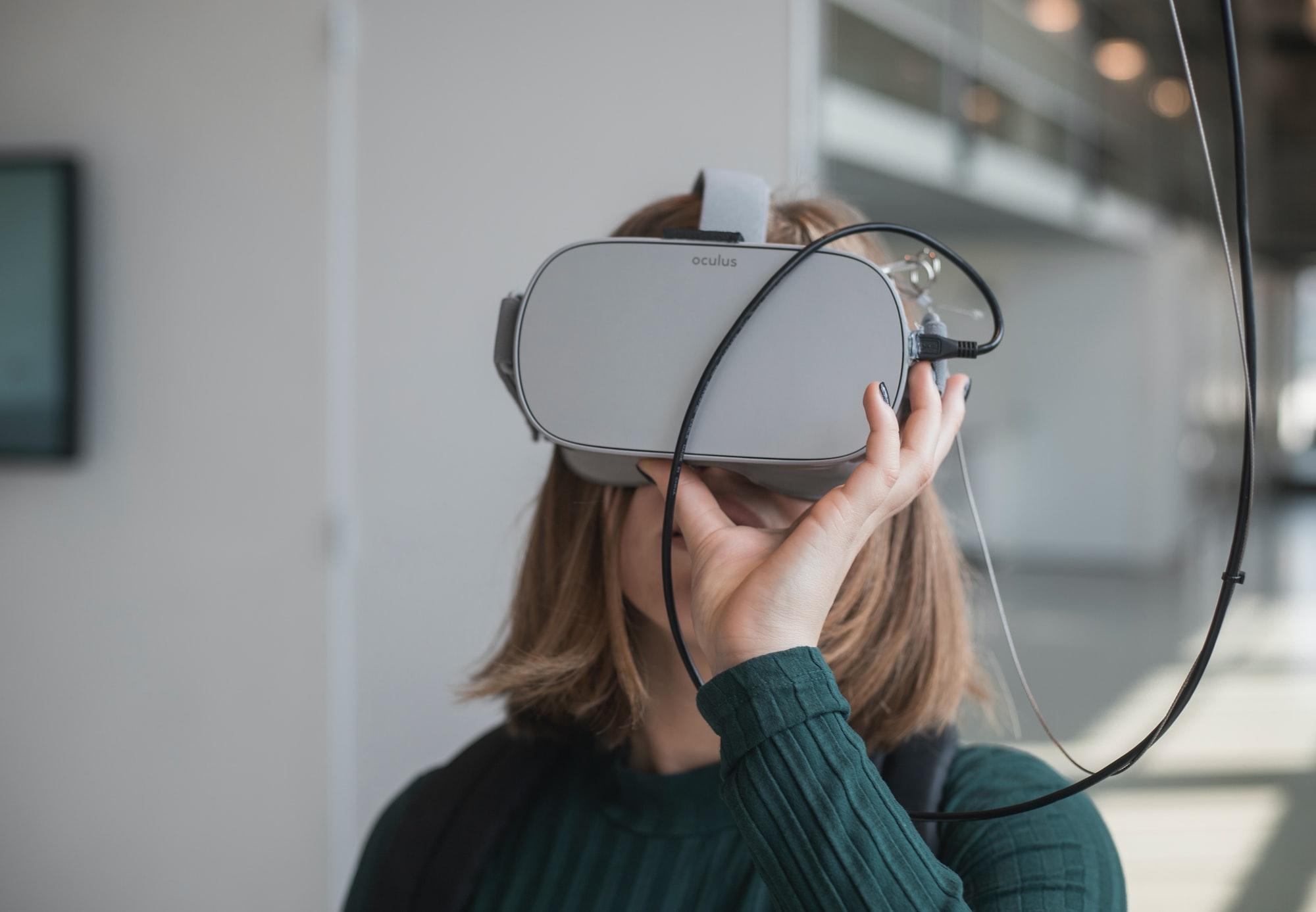 Facebook начнёт показывать рекламу в гарнитурах виртуальной реальности Oculus
