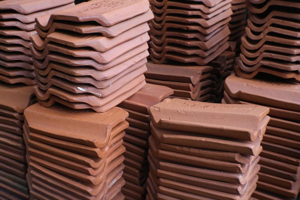 brown and white concrete blocks