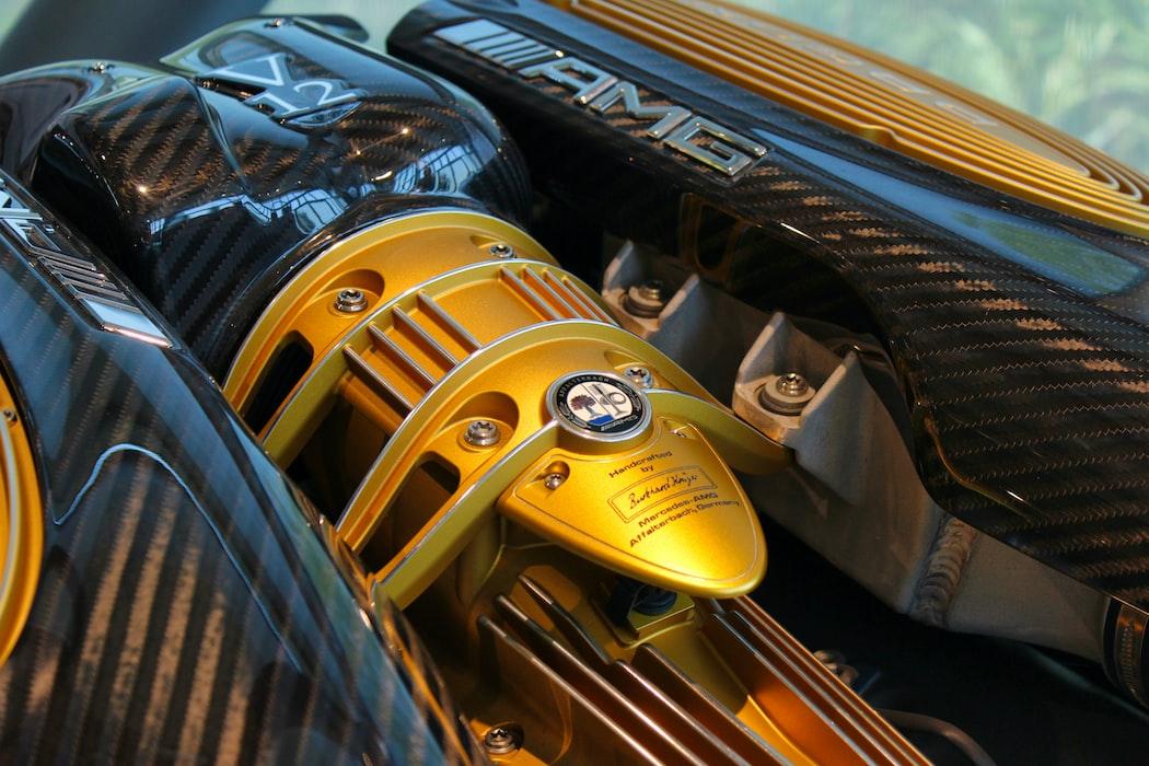 Manutenção de veículos luxo é uma profissão cada vez mais em alta.