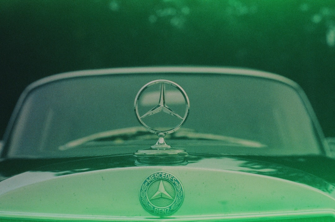 Mercedes Daimler Benz Star Vintage Classic Oldtimer. Incorrect Exposure Due To the Expired Date and Probably Incorrect Storage. Made With Leica R7 (1994) and Summilux-R 1.4 50mm (1983). Hi-Res Analog Scan By: Www.totallyinfocus.com – Fujichrome Provia 4 - unsplash