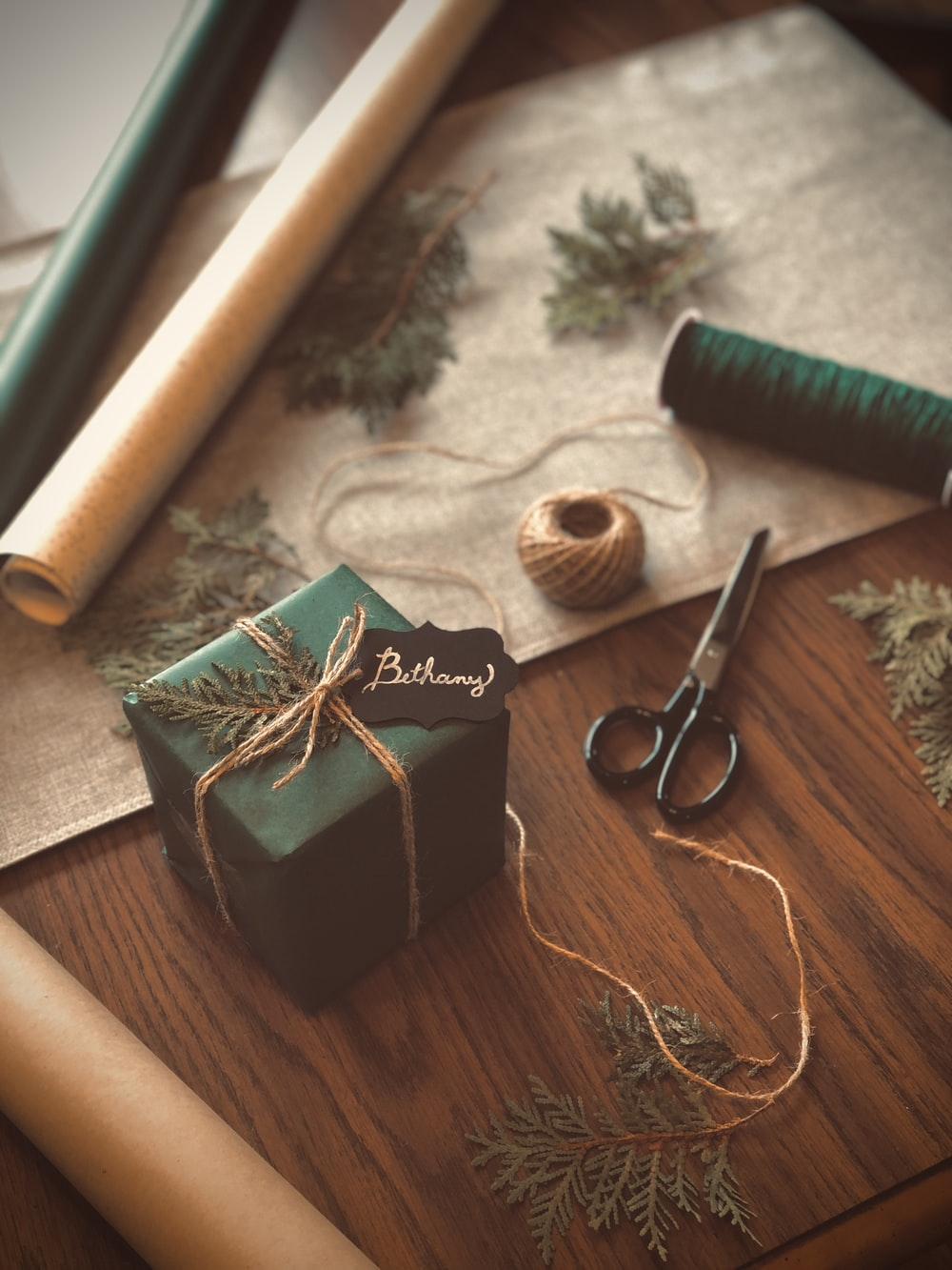 green thread beside brown thread and green thread