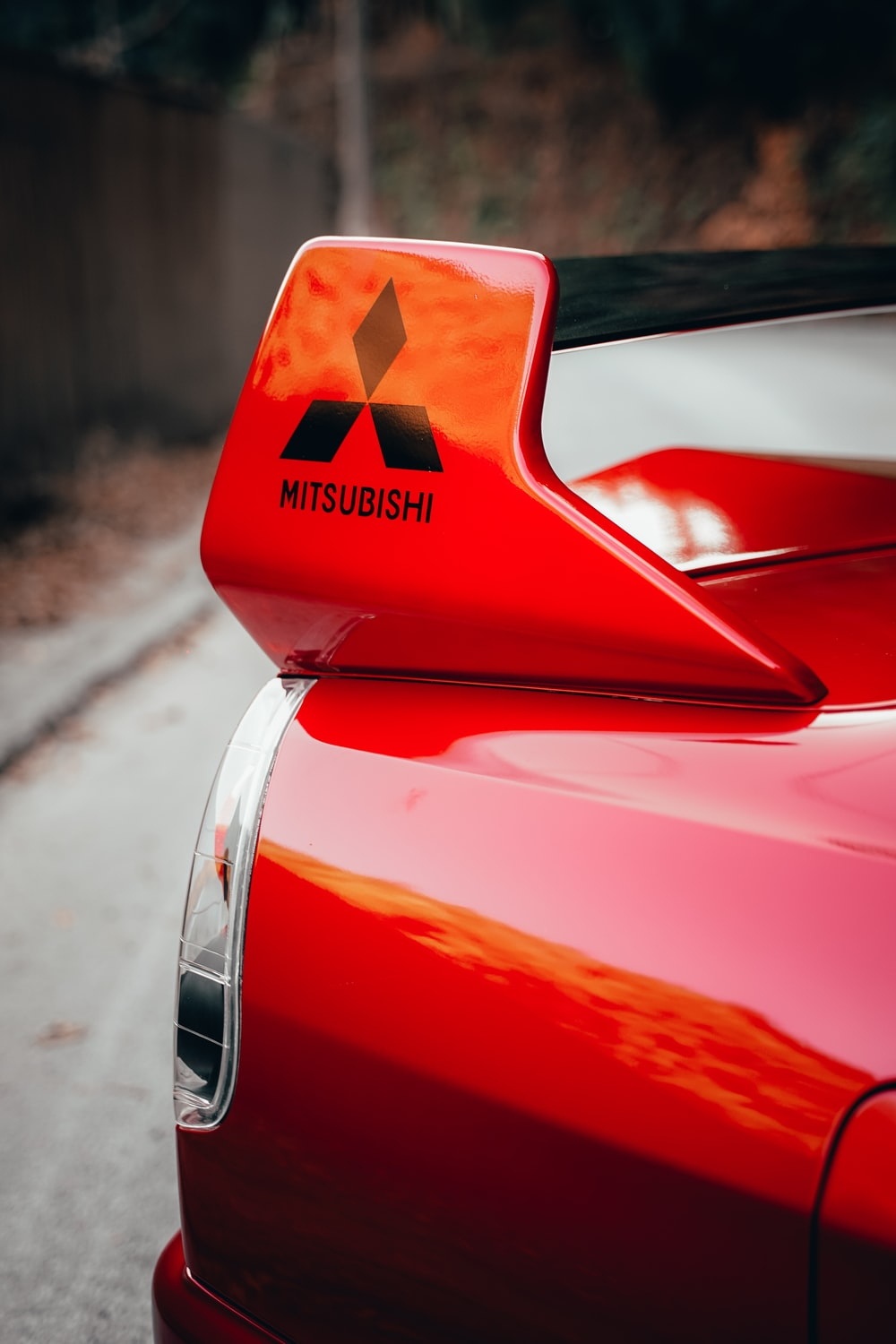 red car with white arrow