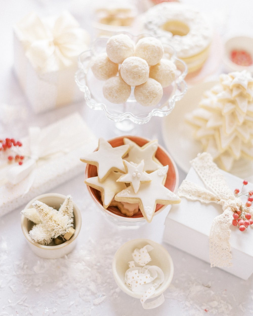 white and red star decor