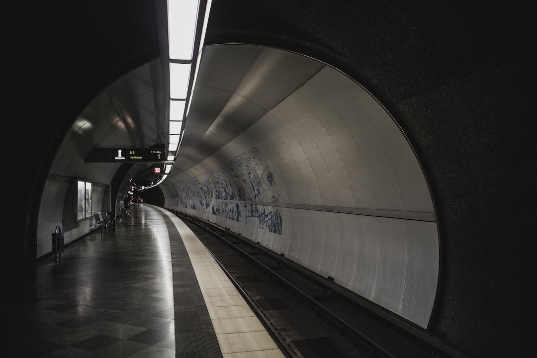 U-Bahn Metro Tube Subway Tram. Made With Analog Vintage Lens, Leica Elmarit-R 2.8 28mm (year: 1977) - unsplash