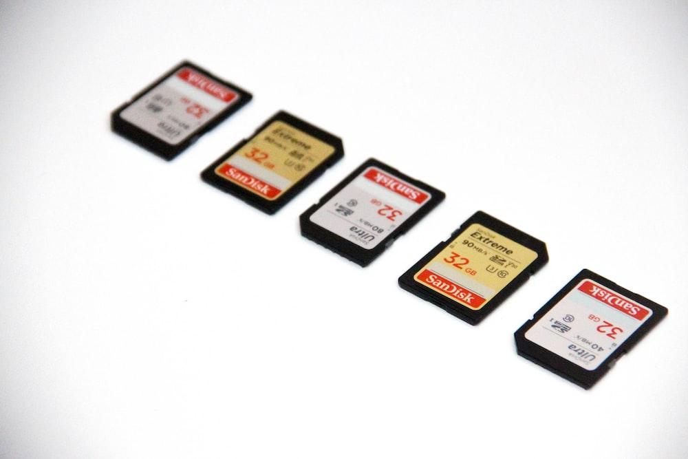 white and black nintendo game cartridge
