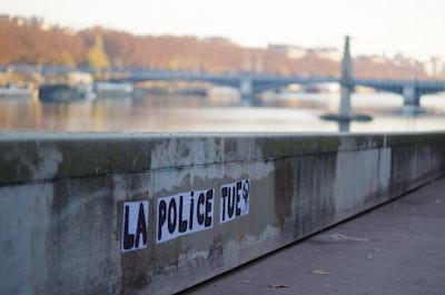 Lyon null