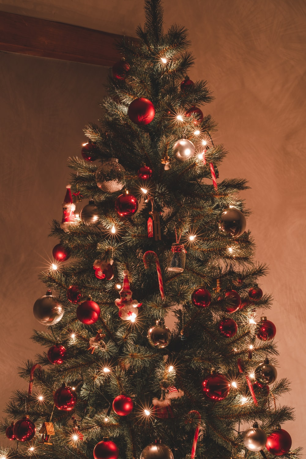 green christmas tree with red and gold baubles