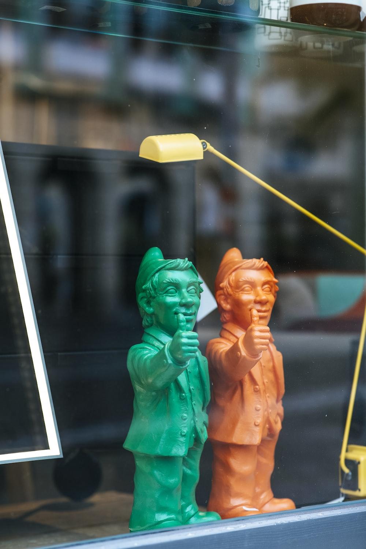 2 women in green dress figurine