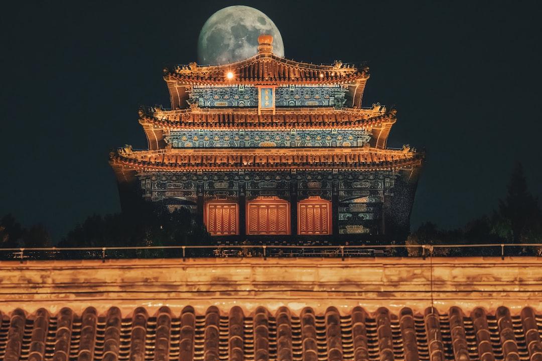 北京古建筑夜景 - unsplash