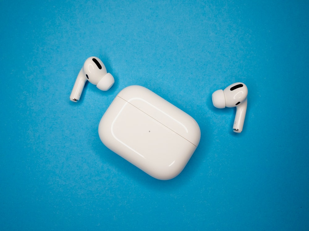 white apple airpods charging case