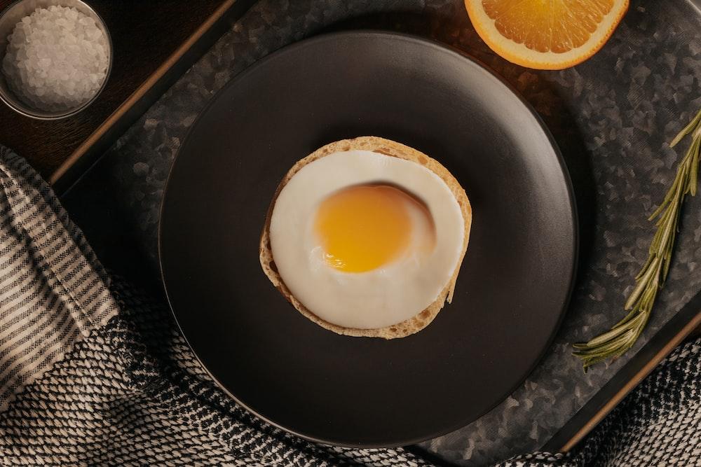 egg on black round plate
