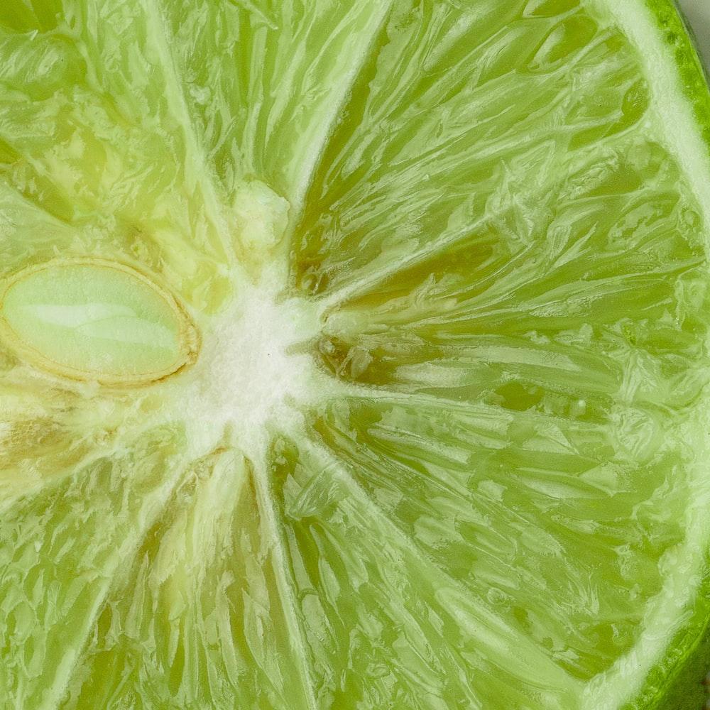 close up photo of sliced lemon