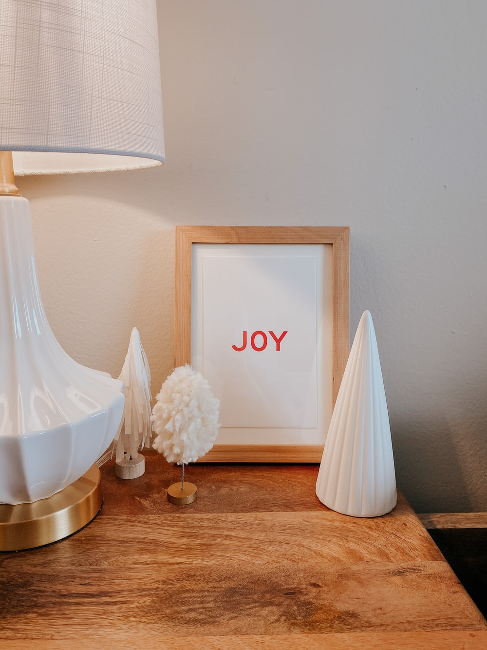 white love print table lamp