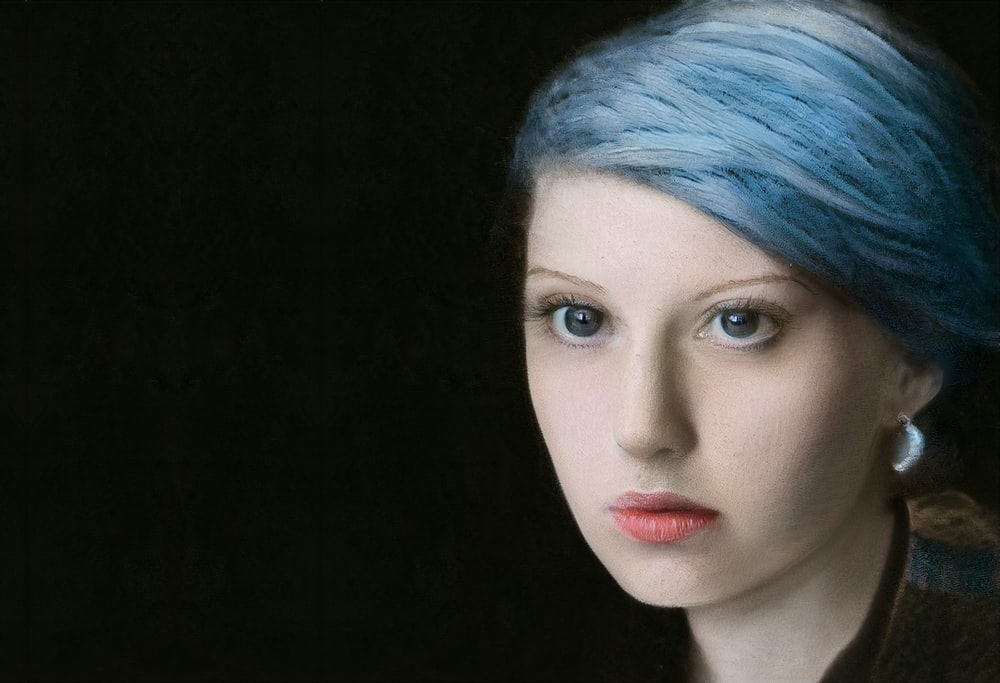 woman with blue hair and red lipstick