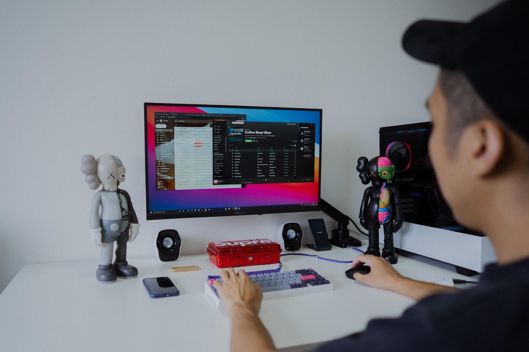 8 idées de travail chez soi : les métiers du web recherchés