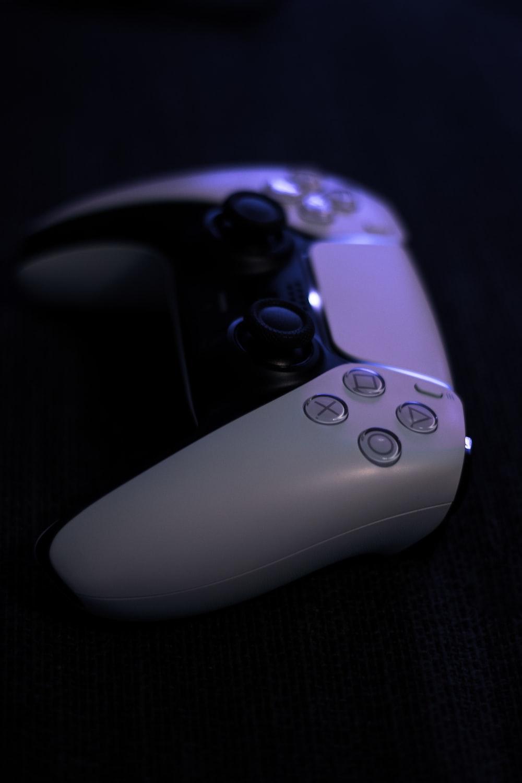 white xbox one game controller