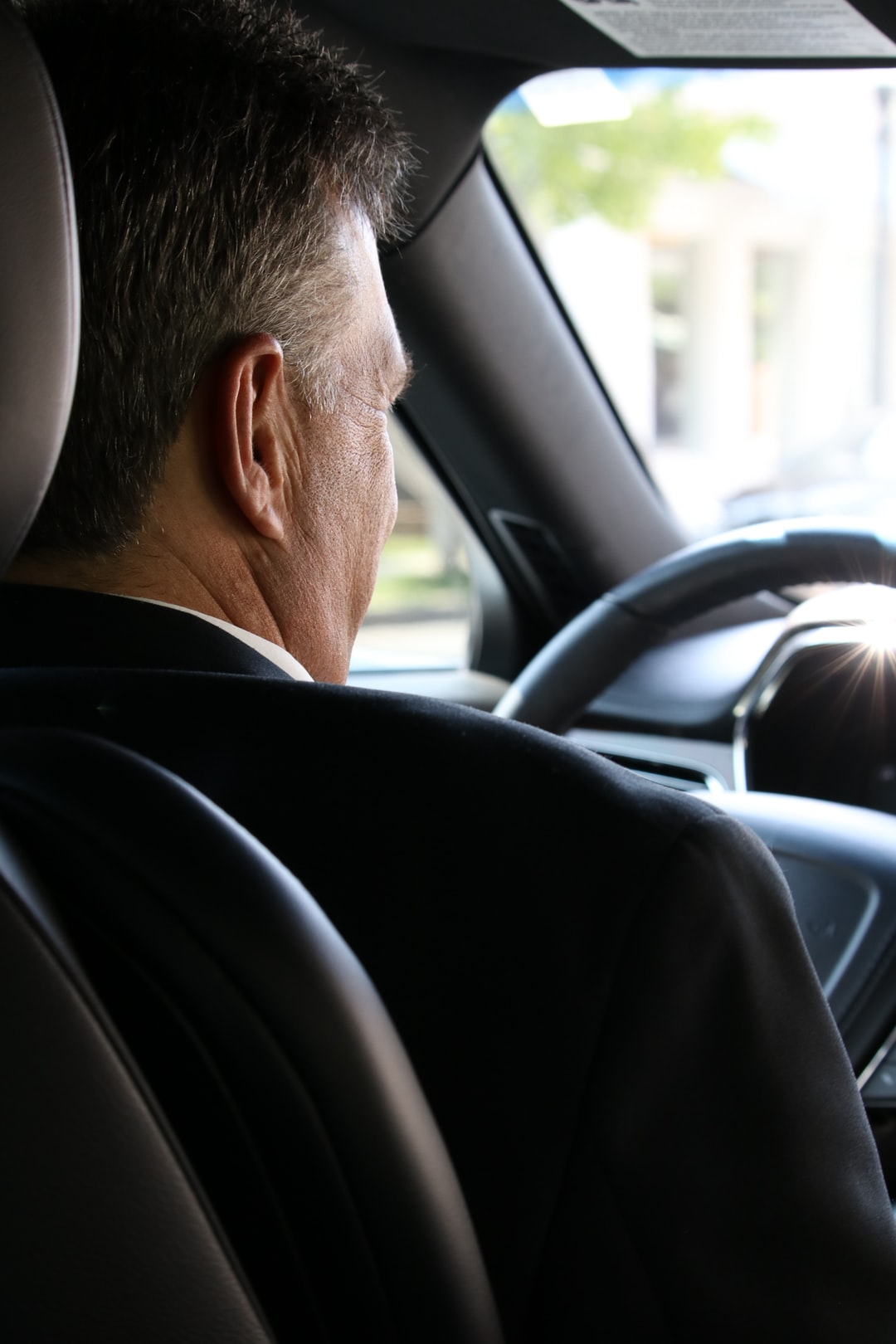 What Is the Difference Between a Driver and a Chauffeur Service?