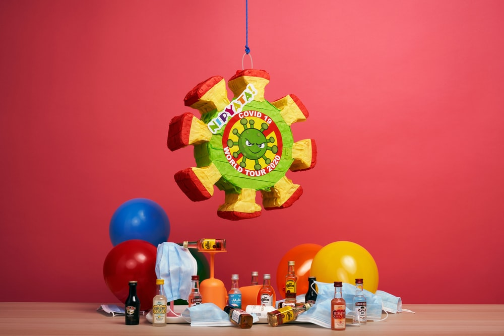 red green and yellow balloon