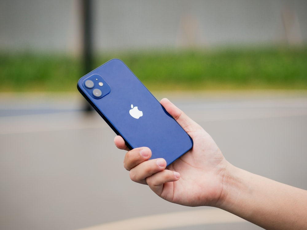 blue iphone 5 c with blue and white apple logo