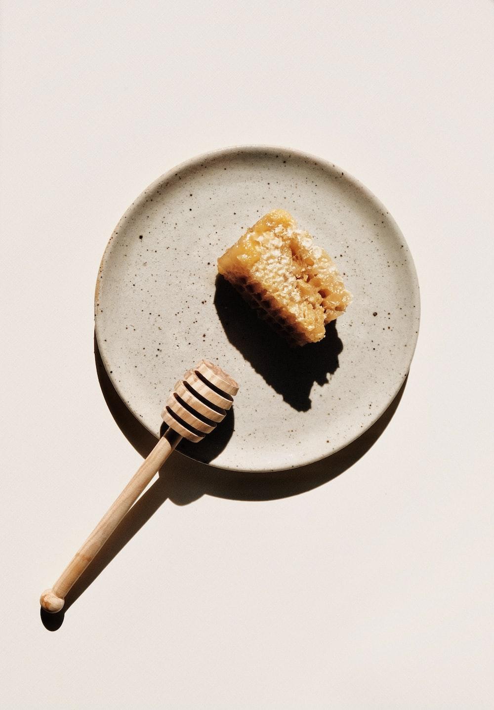 brown bread on black round plate
