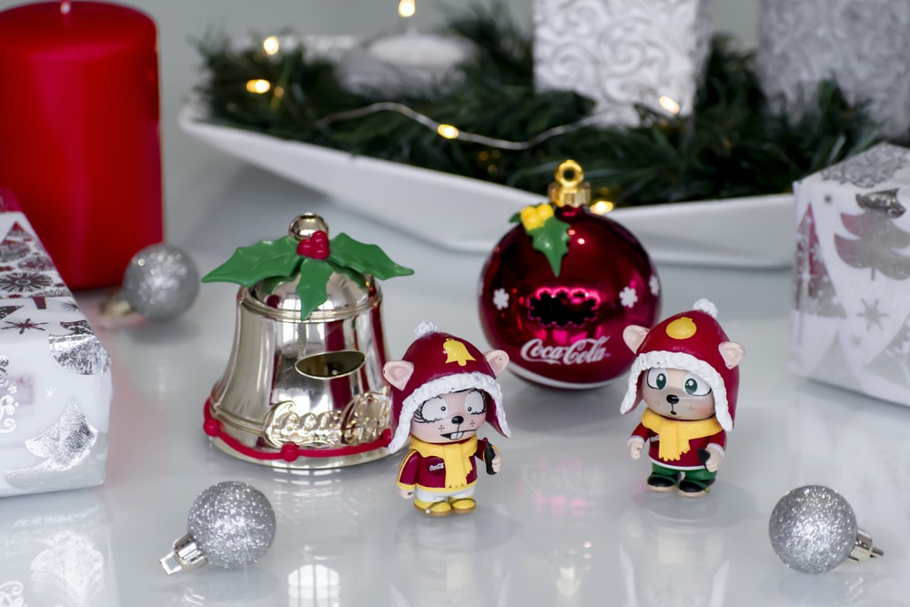 red and white santa claus figurine