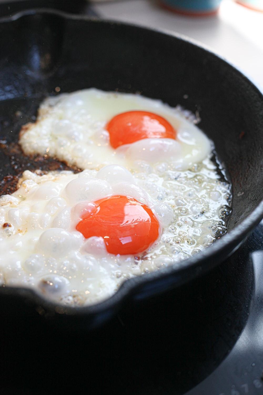 sunny side up egg on black cooking pan