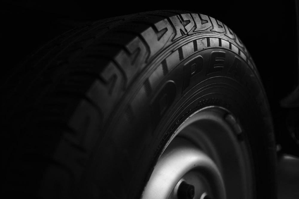 black and silver auto wheel