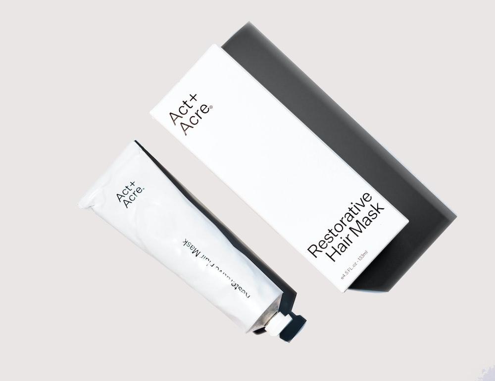 white and black usb flash drive