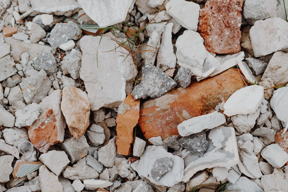 brown and white stone fragments
