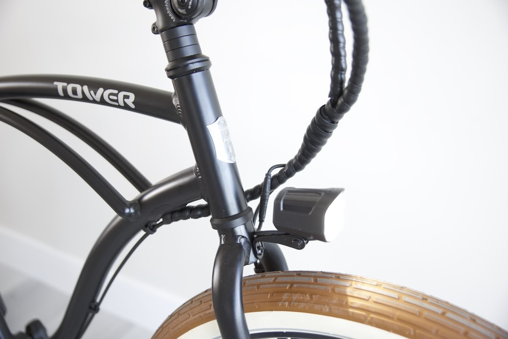 black and gray bicycle wheel
