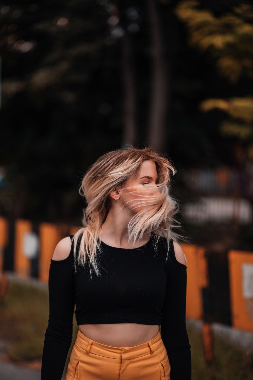 woman in black long sleeve shirt