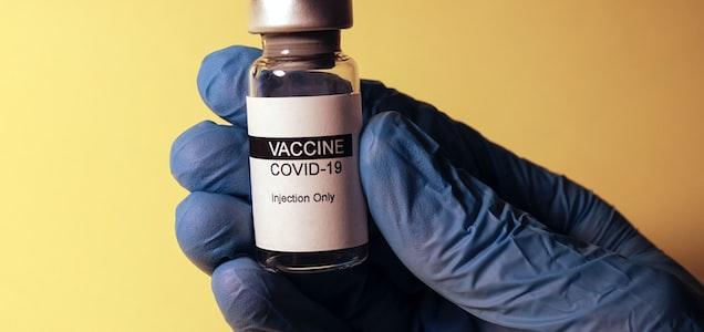 """Dalle mail dell'Ema ritrovate sul dark web si scopre che a novembre erano emersi problemi nella qualità del vaccino Pfizer: """"integrità dell'mRna inferiore rispetto alle dosi usate nei trials""""."""