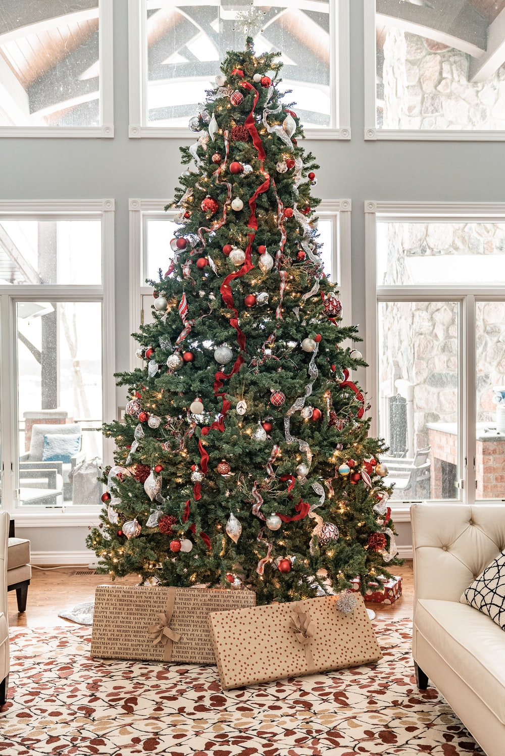 1000 Christmas Tree Pictures Download Free Images On Unsplash
