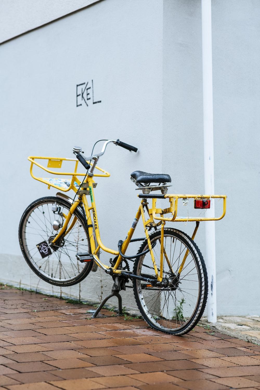 yellow and black city bike
