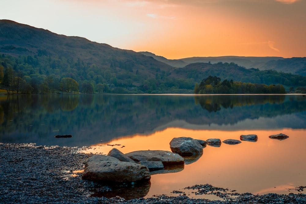 brown rocks on lake during daytime